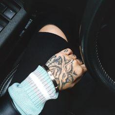 Chunky weather   #cold #rain #california #healthyfood #white #la #losangeles #california #wealth #igers #photooftheday #like4like #happiness #positivevibes #beautiful #womensfashion #fashion #blogger #sunshine #pink #babypink #longhair #grass #blackandwhite #black by jaylatu