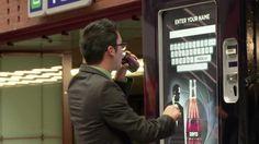 Recordemos el excelente caso de Coca-Cola Zero durante el lanzamiento de la nueva película de 007 Skyfall. Lo que realizó la empresa fue un concurso en la estación de trenes, donde las personas podían ganar unas entradas para el estreno de la película.