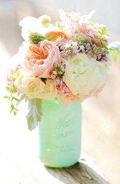 Deberíamos poner más flores en nuestra vida... Nos aportan color y alegría. Feliz fin de semana. #flowers