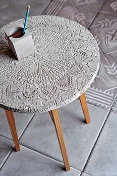 Crafting with concrete - making creative ideas for yourself- Basteln mit Beton – kreative Ideen zum selber machen coffee table made of concrete tinker with concrete - Concrete Crafts, Concrete Art, Concrete Design, Concrete Casting, Cement Art, Stamped Concrete, Concrete Planters, Concrete Furniture, Diy Furniture