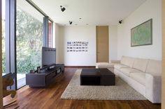 Busca imágenes de diseños de Salas estilo moderno}: Casa V. Encuentra las mejores fotos para inspirarte y y crear el hogar de tus sueños.