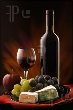 Still Life: Composition with glass and bottle of red wine with various types of cheese and grapes Red Wine Cheese, Grapes And Cheese, Wine Painting, Fruit Painting, Warm Wine, Wine And Canvas, Wine Photography, Product Photography, Creation Photo