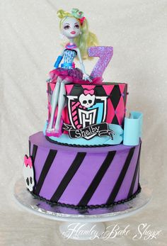 Monster High Cake top tier only? Tortas Monster High, Monster High Cakes, Monster High Birthday, Monster High Party, Sweet 16 Cakes, Cute Cakes, Birthday Cake Girls, Birthday Cakes, 7th Birthday