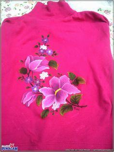 Pintura en tela. Camiseta pintada a mano alzada por Tasé.  www.manualidadespinacam.com #manualidades #pinacam #pintura #tela