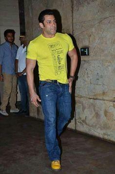 Dabangg Khan... Salman Khan <3    For more details click here : www.entertainmentbuzz.in