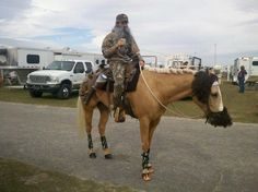 Willy and Si horse and rider costume! Horse Halloween Costumes, Halloween Ideas, Duck Commander, Costume Contest, Show Horses, Horse Riding, Horse Stuff, Scarlet, Drawings