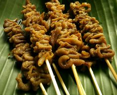 Diah Didi's Kitchen: Sate usus bacem a la warung angkringan Skewer Recipes, Diet Recipes, Chicken Recipes, Diah Didi Kitchen, Bbq Skewers, Asian Street Food, Indonesian Cuisine, Chicken Satay