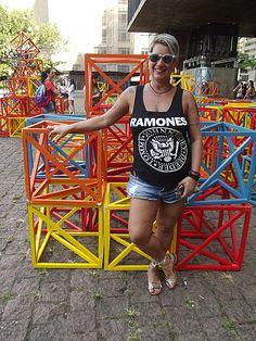 A Av Paulista concentra uma grande diversidade de estilos, principalmente, no fins de semana. O gosto musical é um característica marcante também representada nas roupas usadas pelos paulistanos.