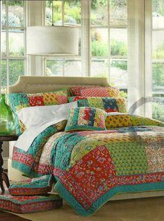 Alexandra Nail Button Bed in Linen
