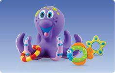 Gioco Bagno Polipo +18 mesi - lancia le figure e fai centro sui tentacoli del polipo! Il polipo e le figure galleggiano:  • Aiuta la coordinazione mano occhio • Colori brillanti , la forma stimola l'attività sensoriale • Le figure possono essere lanciate per catturare i tentacoli  Lancia le figure e fai centro sui tentacoli del polipo!