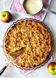 Tämä resepti on kaveripiirissäni kerännyt suosiota… Vegan Dessert Recipes, Pie Recipes, Sweet Recipes, Cooking Recipes, Finnish Recipes, Vegan Pie, Good Food, Yummy Food, Sweet Pie
