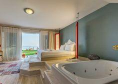 Çeşme Ilıca'da bulunan Villa Kore'nin en sevdiğimiz odalarından bahçe suiti. Jakuzi'yi doldurması sizden.☺ Mükemmel konumda şirin sıcak bir yer. Çalışanlar harika. Kendinizi evinizde hissedeceğiniz kadar rahat. Tatilinizi huzur içinde geçirmek için her şey var, üstelik denize sıfır ve hayvansever bir otel. Pişman olmazsınız👌🏻 @villakorecesme  ☎ 0232-7234205 Detaylar sitede 👉🏻 www.kucukoteller.com.tr/villa-kore #ilica #ılıca #yıldızburnu #çeşme #izmir #kucukotellervillakore