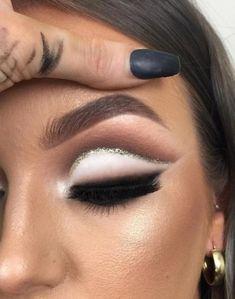 ideas for makeup glitter eyeshadow cut crease Gold Cut Crease, Cut Crease Eyeshadow, White Eyeshadow, Blending Eyeshadow, Cut Crease Makeup, Glitter Eyeshadow, Eyeshadow Makeup, Eyeshadows, Eyeshadow Palette