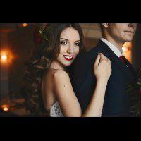 Яркая помада невесты