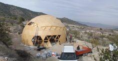 Comienza la construcción de la vivienda geodésica y autosuficiente en Yecla (Murcia)
