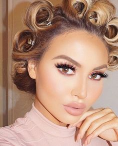 """Pinks & Coppers _ """"Maple"""" Eyedeal Duo _ """"Farrah"""" Lash _ 2 palette (maroon tones) by Huda Beauty, Beauty Makeup, Hair Makeup, Flawless Makeup, Hair Curlers Rollers, Short Haircut Styles, Hair Setting, Pin Curls, Curled Hairstyles"""