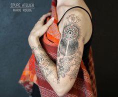 Spiritual Tattoo&Art sur Instagram: Caroline revient 3 ans après pour continuer son floral sur l'avant-bras. Ajna, oeil du divin, cosmos et fleur de vie. Une belle journée à…