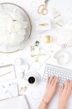 E Commerce, Branding, Uñas Fashion, Young Fashion, Fashion Jewellery, Feminine Office, Office Chic, Office Decor, White Desks