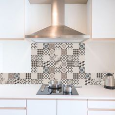 Cement tiles are beige and pastel Funky Kitchen, Kitchen Sets, Home Decor Kitchen, Kitchen Interior, Pastel Kitchen, Minimalis House Design, Temple Design For Home, Küchen Design, Kitchen Backsplash