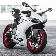 Ducati 899 www.facebook.com/GarvsMeanMachine