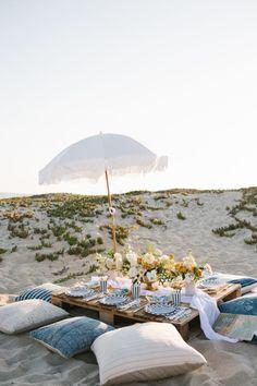 Picnic Date, Beach Picnic, Summer Picnic, Party Summer, Night Picnic, Beach Dinner, Romantic Picnics, Romantic Beach, End Of Summer