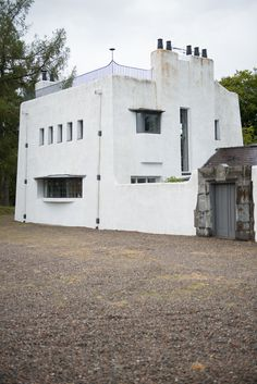 architect charles Rennie Mackintosh, The Artist's Cottage, designed built 1992 near Inverness Charles Rennie Mackintosh, Movement Architecture, Architecture Design, Mackintosh Design, Architectural Sculpture, Glasgow School Of Art, Art Deco Buildings, Arts And Crafts Movement, Art Deco Design