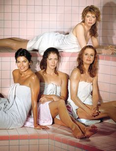 Sela Ward, Patricia Kalember, Swoosie Kurtz, and Julianne Phillips (back), Sisters