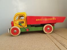 Tradera ᐈ Köp & sälj begagnat & second hand Brio, Wooden Toys, Vintage, Wooden Truck, Wooden Toy Plans, Wood Toys, Woodworking Toys, Vintage Comics