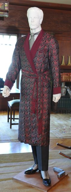 1908 Men's dressing gown