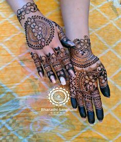 Easy Mehndi Designs For Your Gorgeous Henna Look Henna Hand Designs, Mehndi Designs Finger, Palm Mehndi Design, Rose Mehndi Designs, Legs Mehndi Design, Modern Mehndi Designs, Mehndi Designs For Fingers, Wedding Mehndi Designs, Mehndi Design Pictures