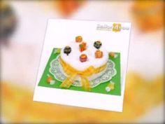 Diese orginelle Torte ist gefüllt mit einem weißen Frottee-Handtuch und verziert mit den leckeren, bunten Chupa Chups Lutschern. Passend zum Geburtstag und vielen anderen Anlässen freuen sich Jung und Alt über dieses leckere Geschenk.