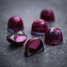 Black currant bonbon filled with marshmallows and pâte de fruit of currant and lemon ganache. Photo by @davidback1975.
