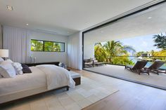 Surprising Design Details in Luxury Miami Beach Home - http://freshome.com/surprising-design-details-in-luxury-miami-beach-home/