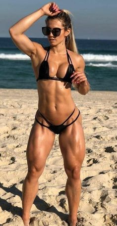Fit women with sexy curves. Sexy Bikini, Bikini Girls, Fitness Models, Fitness Women, Female Fitness, Fitness Tips, Women's Sports Leggings, Model Training, Modelos Fitness