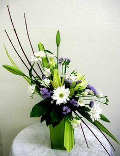 #Contemporary #Floral #Arrangement  http://agnesdevillarson.blogspot.com/