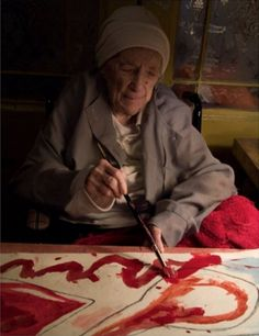 Louise Bourgeois with her hand coloured print, MA FAMILLE, in progress in Photo: Alex Van Gelder. Picasso Paintings, In Vino Veritas, Henri Matisse, Famous Artists, American Artists, Art Studios, Artist At Work, Art History, Art Photography