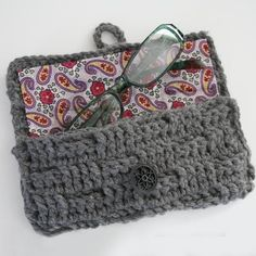 Love this idea, but instead of an eyeglass case. Im making one for my cellphone