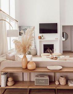 Interior Design Minimalist, Home Interior Design, Simple Interior, Natural Interior, Interior Decorating Styles, Scandinavian Interior Design, Interior Ideas, Natural Modern Interior, Apartment Decorating Themes