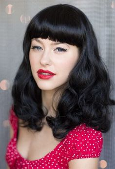 £25.99 - Bettie: A beautiful, classic, near-black, curled wig with short fringe and hair down past the shoulders. Bettie Page Style. Colour : Black #1b