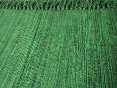 Tapete para sala ou quarto feito em tear  Cor Verde Musgo  Feito com fios de algodão;    Confeccionado em tear;    Fácil de limpar;    Medida:Tapete medindo 1,50 x 2,00