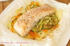Salmón en papillote al horno con verduras y patatas – Salmon in baked papillote with vegetables and potatoes – the Seafood Recipes, My Recipes, Favorite Recipes, Salmon Y Aguacate, Sin Gluten, Fitness Nutrition, Fresh Rolls, Food And Drink, Chicken