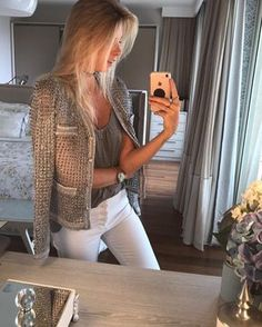 """CAROL BASSI no Instagram: """"Elas usam Carol Bassi - a linda @talibueno com o casaquete de tricot cinza esverdeado.  They wear CB - the beautiful @talibueno wearing the…"""""""