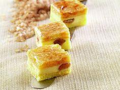 Mini cheraux di Luca Montersino (teneri pasticcini a base di biscotto alle mandorle, mousse di ricotta e uvetta di Corinto).