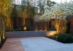 brise-vue moderne en métal perforé et clôture bois qui entourent la terrasse moderne