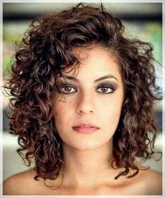 Curly or Wavy Haircuts 2019 ., Curly or Wavy Haircuts 2019 - Cada vez máutes mujeres ze animan any utilizar el cabello corto, está muy relacionado your veces minus shedd c. Medium Hair Cuts, Short Hair Cuts, Medium Hair Styles, Curly Hair Styles, Curly Short, Medium Curly Bob, Pixie Cuts, Curly Hair Layers, Round Face Curly Hair