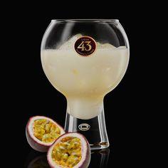 De Blanco 43 Passievrucht is een fris en fruitig drankje, dat doet denken aan een tropisch paradijs. Een frisse nieuwe draai aan onze Blanco 43.