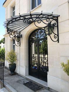 Schmiedeeisen-Veranda - New Sites Exterior Design, House Front Porch, Windows And Doors, Railing Design, Wrought Iron Awning, House Entrance, Beautiful Front Doors, Beautiful Homes, Door Overhang