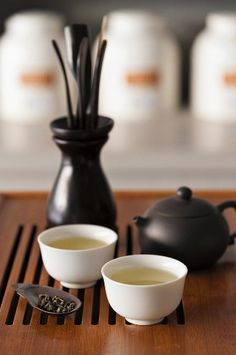 Japanese green tea in bowls and in a teapot