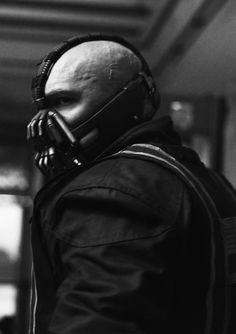 Bane wearing his Courier outfit. Bane Dark Knight, The Dark Knight Trilogy, The Dark Knight Rises, Tom Hardy Bane, Bane Batman, Heath Ledger Joker, Joker Art, Comics Universe, Batman Universe