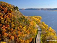 Take a scenic drive on the Great River Road